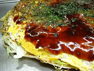Okonomiyaki, la tortilla japonesa a la plancha