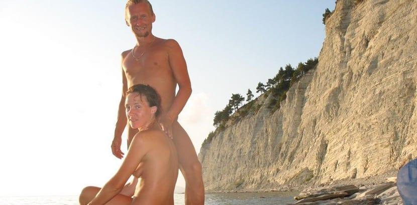 Turistas en playa Cap d'Adge