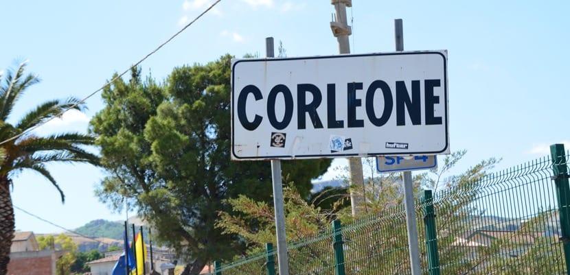Señal del pueblo de Corleone en Sicilia