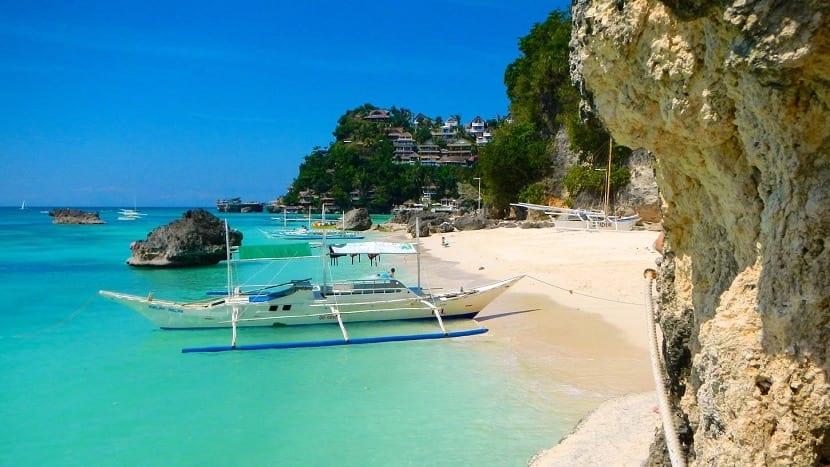 Barco en playa de Boracay