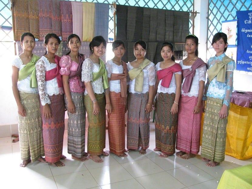 Vestidos de seda para mujeres en Camboya