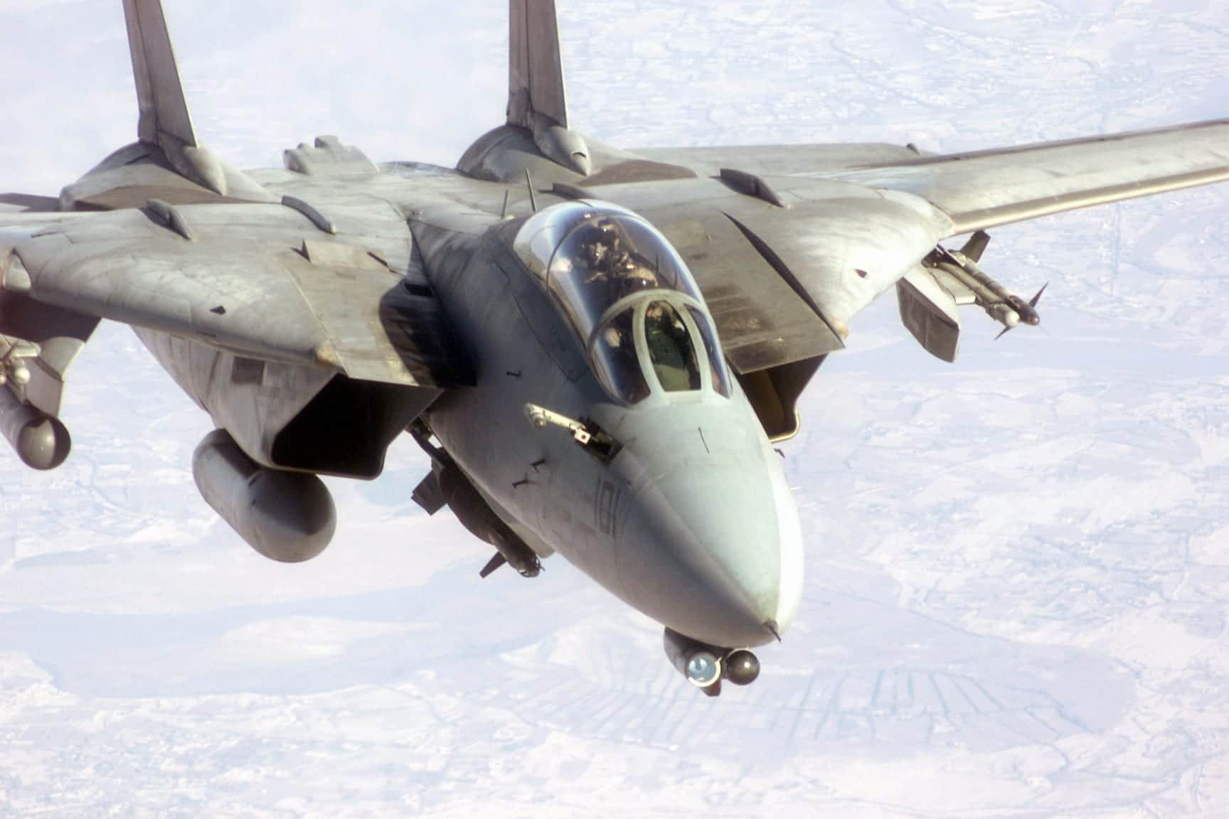 http://www.aereoo.com/wp-content/uploads/2009/01/f-14_tomcat_preparing_to_refuel.jpg