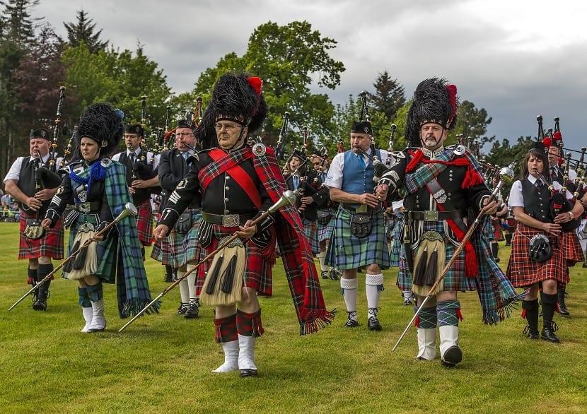 Hombres con falda en Escocia