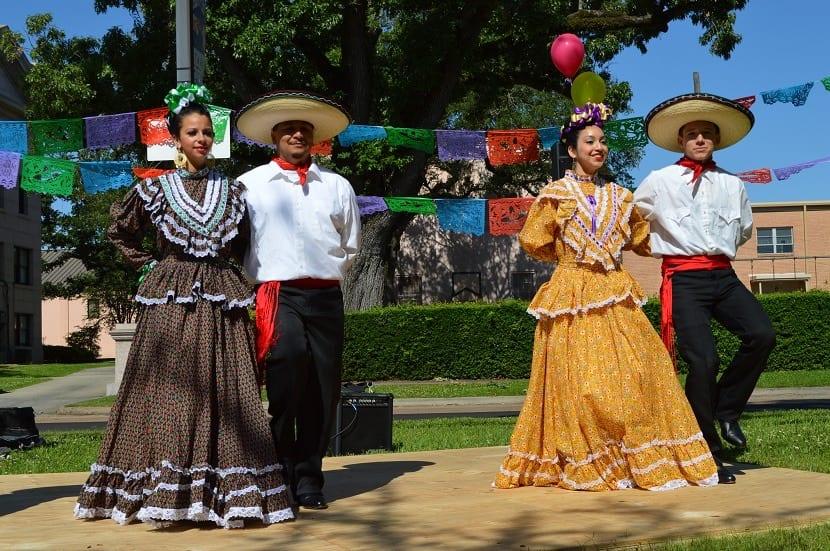 Ropa tradicional en las mujeres de mexico