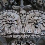 iglesia calaveras corona