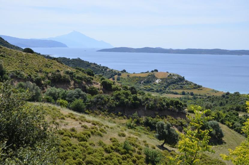 Montaña en mar egeo