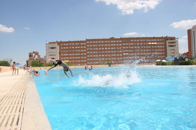 Playa de parla en madrid precios c mo llegar y horarios for Piscina agua salada