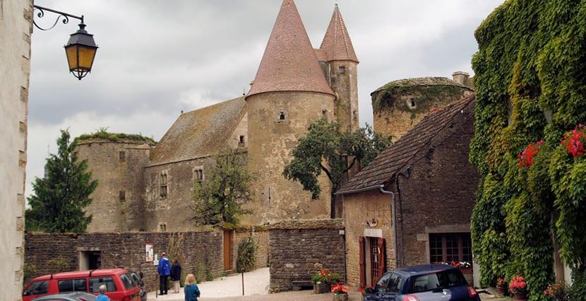 chateauneuf-en-auxois-2