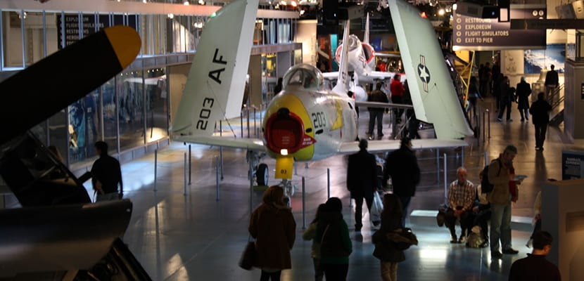 turistas-en-el-museo-intrepid
