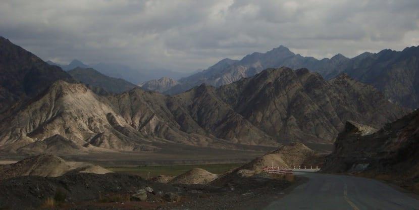 Autopista en el Desierto de Thakla Makan