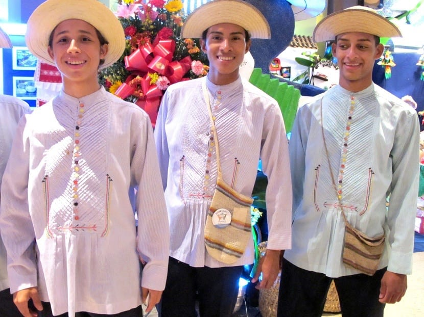 Trajes de Ecuador para hombres