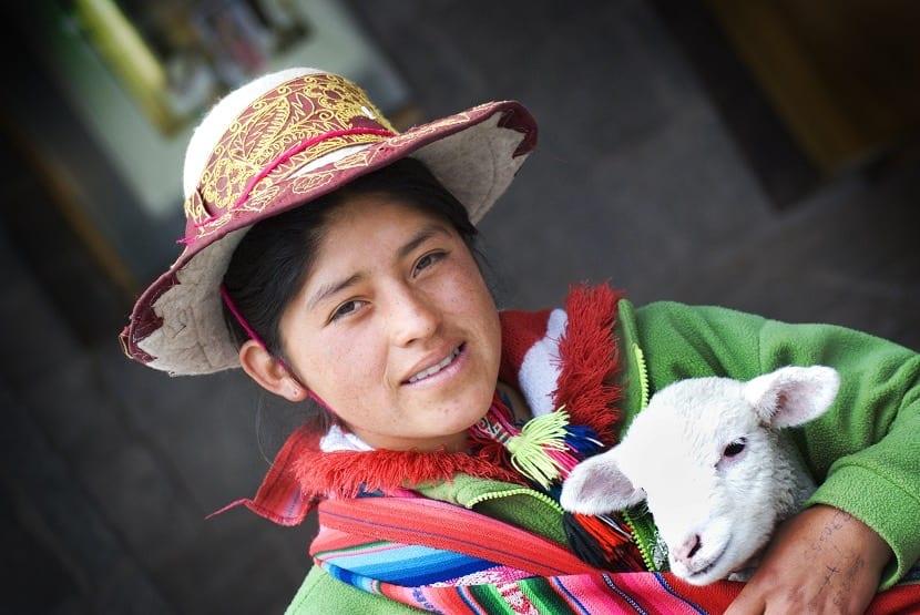 Peruana con una cabra