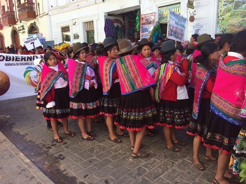 Grupo de mujeres peruanas