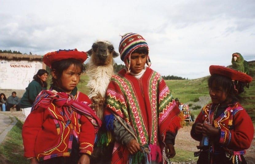 Ropa típica de niños en Perú
