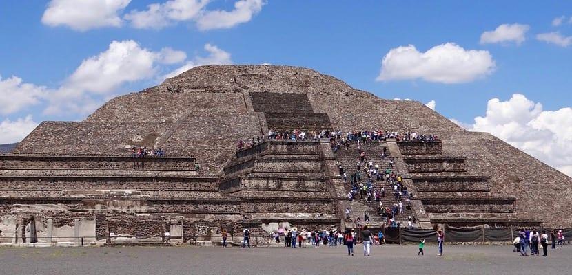Pirámide Luna en Teotihuacan