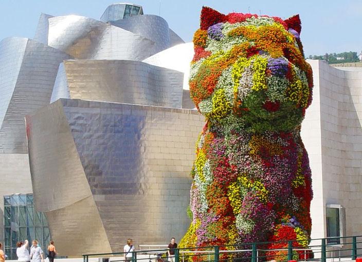 Las asombrosas esculturas exteriores del Guggenheim de Bilbao