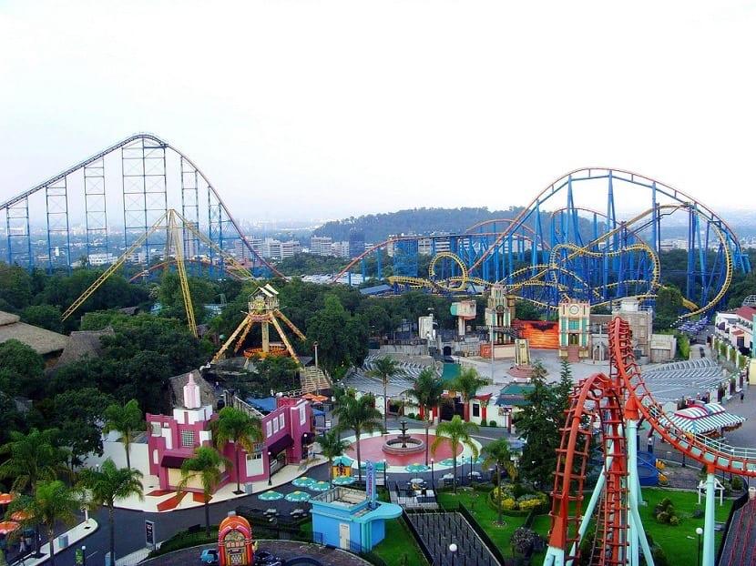 Altura de montaña rusa Six Flags