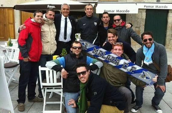 Aficionados del Málaga en las calles de Oporto