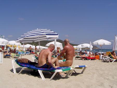 Turismo gay en Ibiza: playa de Es Cavallet