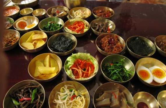 Natural, fresca y condimentada, así es la comida de Corea del Norte