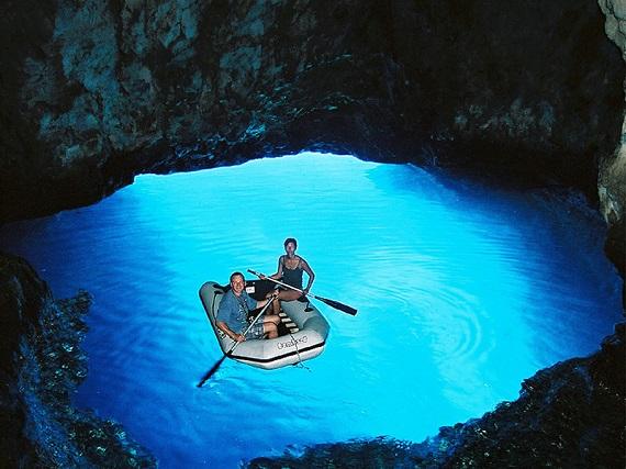 Cueva Azul de Bisevo, en Croacia