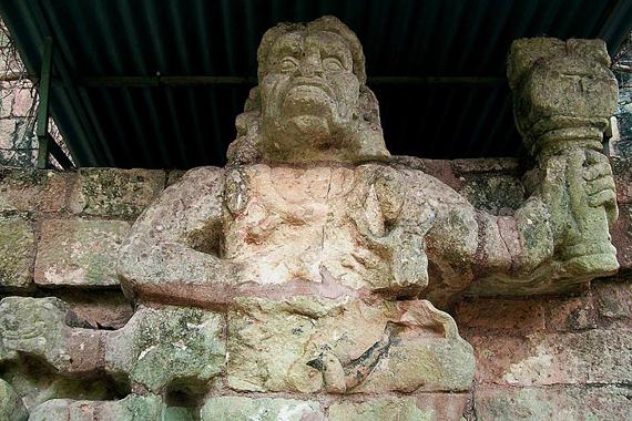estatua-mono-aullador