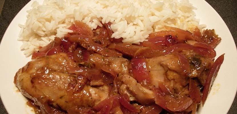 Pollo Yassa gastronomía de Gambia