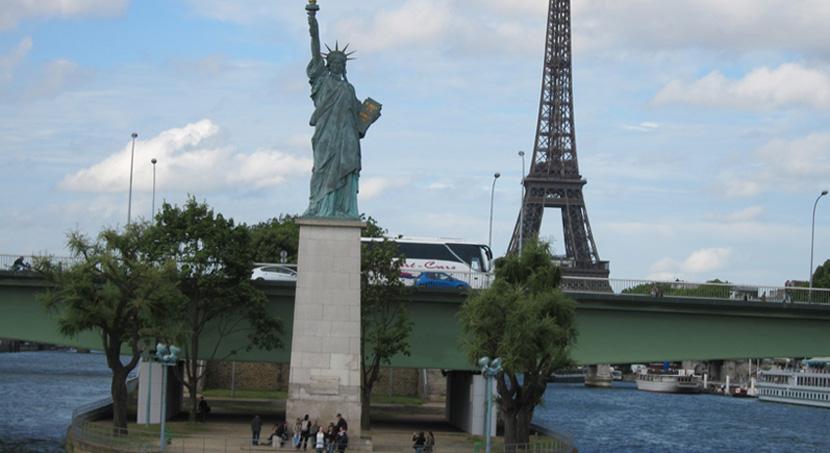 estatua-de-la-libertad-en-paris
