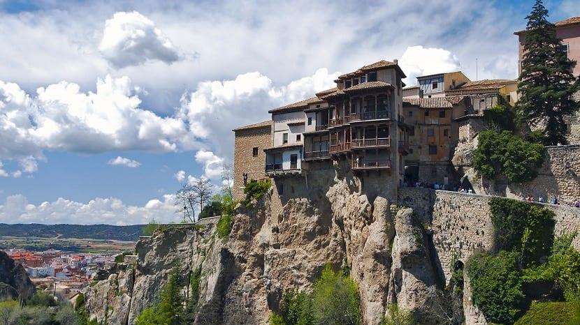 Vista global de las casas colgadas de Cuenca