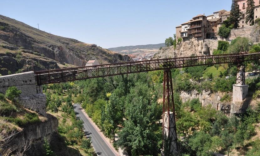 Puente para acceder a las casas colgadas de Cuenca