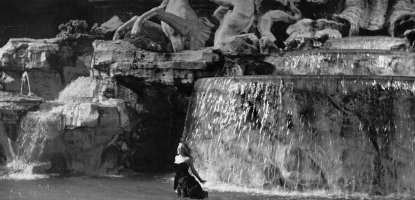 Dolce Vita Fontana di Trevi escena
