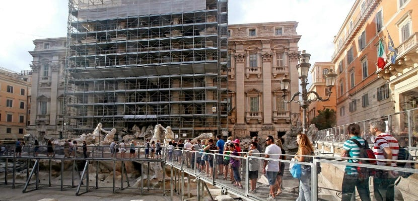 restauracion fontana di trevi