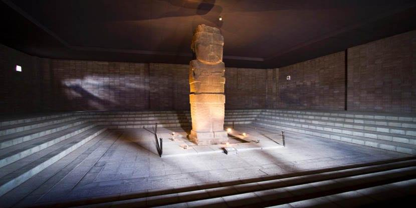 Monolito en el Museo