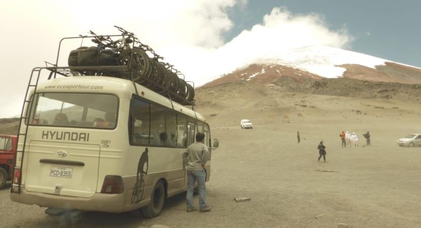 Volcan cotopaxi y refugio de alta montaña
