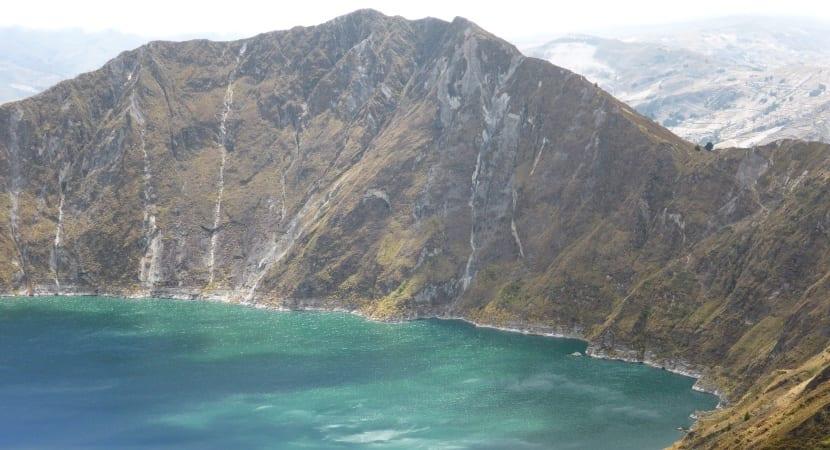 El Quilotoa volcán ecuador andes indigenas