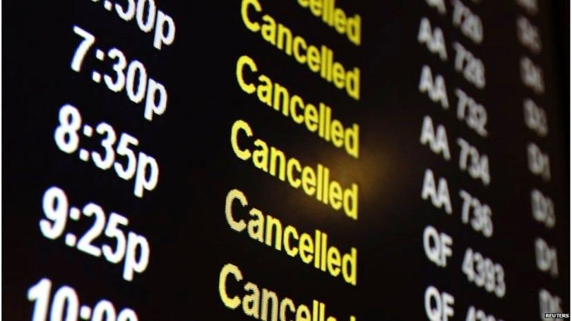 ¿Cuáles son mi derechos como pasajero si mi vuelo se cancela o retrasa?