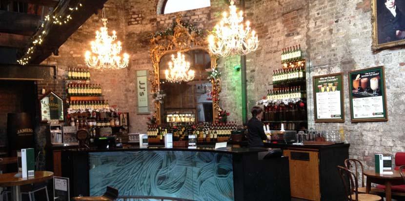Interior de la Destilería Old Jameson
