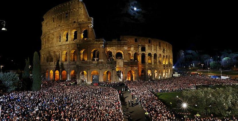 Vía Crucis en el Coliseo