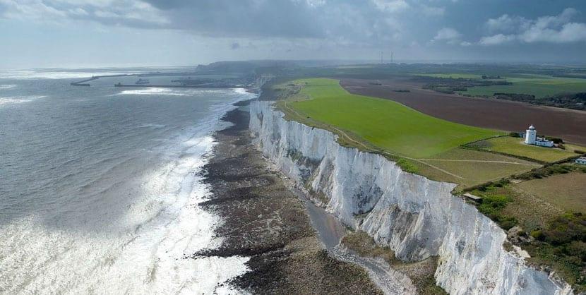 Vista aérea de los acantilados de Dover