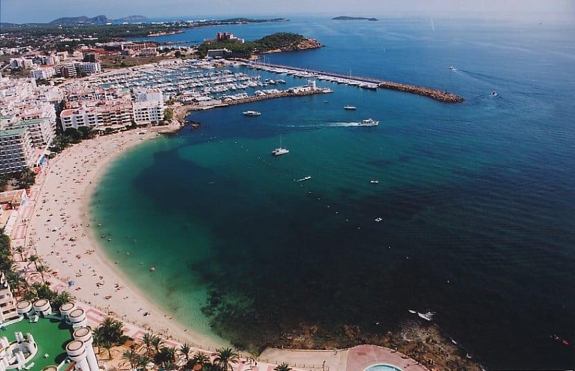 España ya cuenta con 686 banderas azules en sus playas y puertos - Es Riu