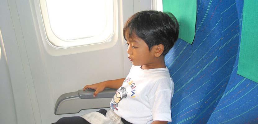 Niños en avión