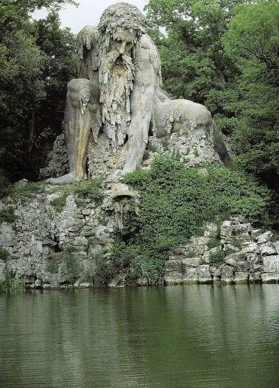 esculturas que te gustará visitar si viajas por el mundo - Coloso