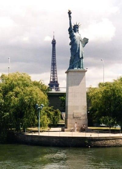 esculturas que te gustará visitar si viajas por el mundo - Estatua de la Libertad en francia