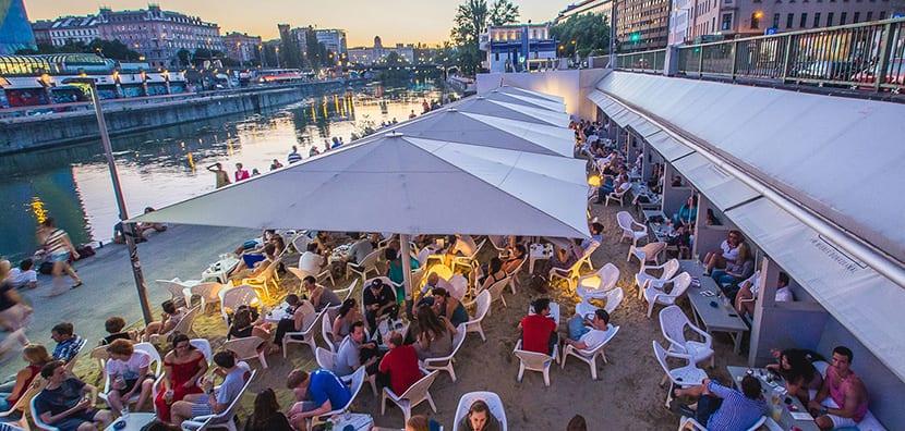 Canal del Danubio en verano