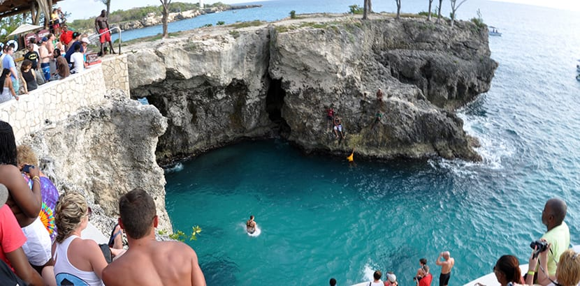cliff-jumping-en-negril