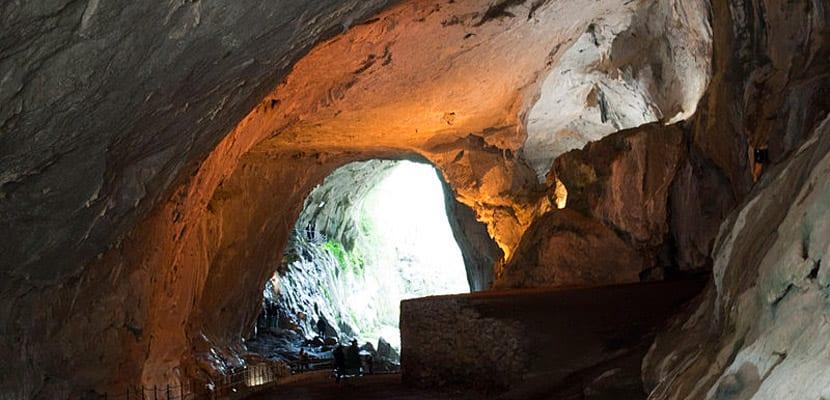 Cuevas de Zugarramundi