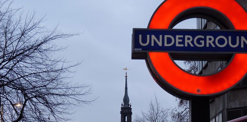 Metro de Londres nocturno