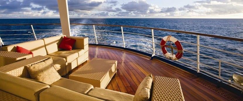 que-ropa-y-demas-articulos-debes-llevar-a-un-crucero-cubierta
