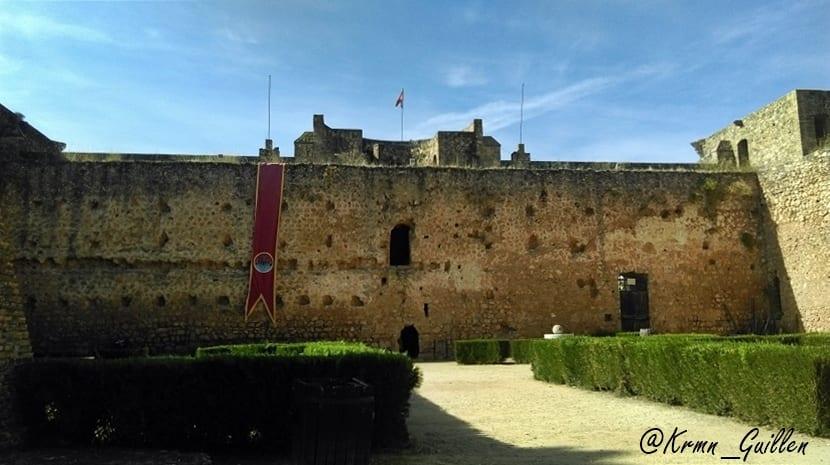 castillo-de-los-guzmanes-1