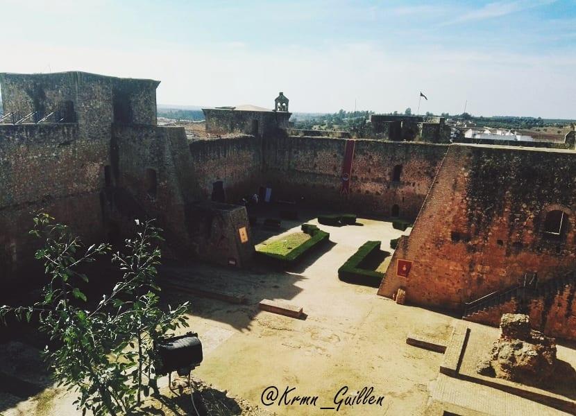 castillo-de-los-guzmanes-3